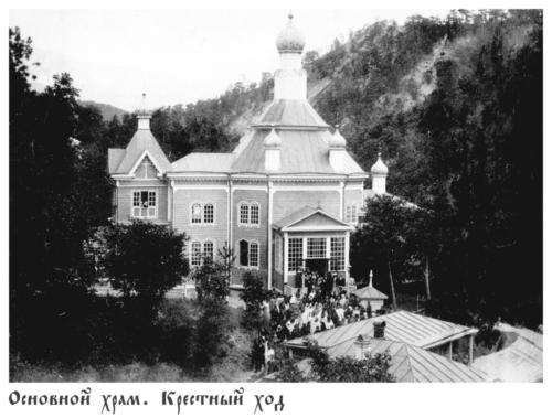 Основной храм крестный ход